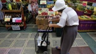 O forte calor durante este verão no Japão foi ainda mais insuportável para os idosos.