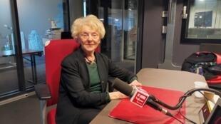 Mona Ozouf, historienne et écrivaine française, en studio à RFI (février 2020).