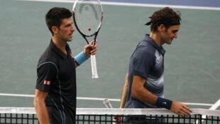 Novak Djokovic derrotou hoje o suíço Roger Federer na simifinal do Masters 1000 Paris-Bercy.