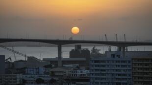 Photo du pont suspendu Maputo-Catembe situé au sud de Maputo, la capitale du Mozambique, le 1er septembre 2019.