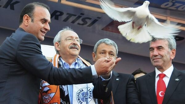 A CHP rally in Adana, southern Turkey, with party leader Kemal Kilicdaroglu (2nd left)