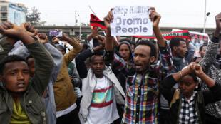 Des manifestants réclamant la fin de la répression contre la population oromo, à Addis Abeba, le 6 août 2016.