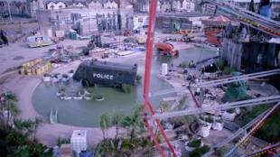 Foto do parque de diversões efêmero do artista urbano inglês Bansky.