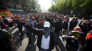 Người dân Hàn Quốc biểu tình nhân ngày Quốc tế Lao động 01/05.