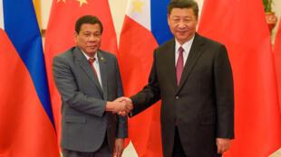 Chủ tịch Trung Quốc Tập Cận Bình (P) tiếp tổng thống Philippines Rodrigo Duterte, Bắc Kinh, ngày 15/05/2017