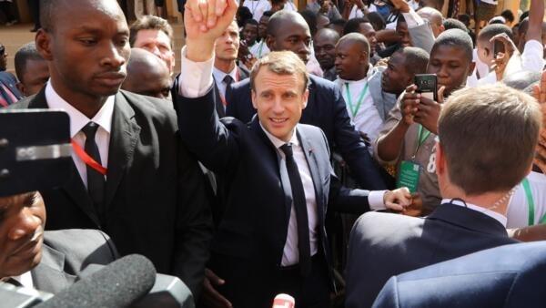 Emmanuel Macron après son discours à l'université de Ouagadougou, le 28 novembre 2017.