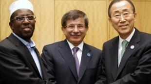 Слева направо: президент Сомали Шейх Шариф Шейх Ахмед, глава МИДа Турции Ахмет Давутоглу, глава ООН Пан Ги Мун
