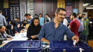 یک از شعبههای رأیدهی در شهر تهران