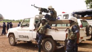 Soldados da Ecomib da força de interposição da Comunidade Económica dos Estados de África Ocidental (CEDEAO) , 6 de Junho de 2012.