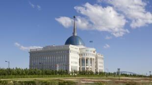 Ак Орда - официальная резиденция президента Казахстана в Астане.