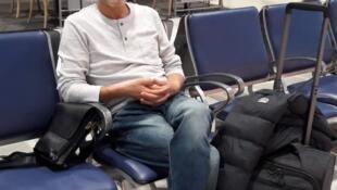 Lakhdar Boumediene à l'aéroport de Nice. Il n'a jamais quitté la France en 10 ans, par peur d'être arrêté et renvoyé à Guantanamo.