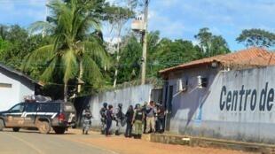 Cảnh sát và quân đội canh gác trước nhà tù Altamira, Brazil, sau vụ bạo động, 29/07/2019.