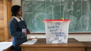 Opération de vote à Madagascar, lundi 27 mai 2019.