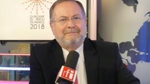 Carlos Amézaga en los estudios de RFI