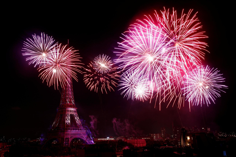 14/07/19- Queima de fogos do 14 de Julho na torre Eiffel celebra a união entre franceses