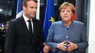 Tổng thống Pháp Emmanuel Macron (T) và thủ tướng Đức Angela Merkel tại cuộc họp thượng đỉnh về công nghệ số ở Tallinn, Estonia 28/09/2017.