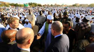 O opositor Sadek al-Mahdi aquando do seu regresso ao Sudão no 26 de Janeiro de 2016, após quase dois anos de exílio.