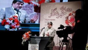علی جنتی وزیر ارشاد، در نشست روز خبرنگار که در تالار محدت در تهران برگزار شد، نوید مطبوعات با نشاط را داد.