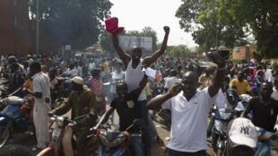 Scène de liesse populaire dans les rues de Ouagadougou, le 31 octobre 2014, après le départ du pouvoir de Blaise Compaoré.