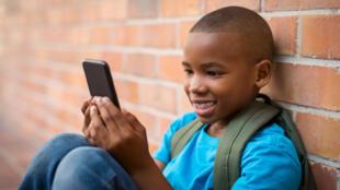 Enfants + écrans = danger ?