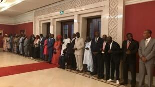 Photo de famille du nouveau gouvernement bissau-guinéen de Faustino Fudut Imbali nommé par le président José Mario Vaz, investi le 31 octobre 2019, à Bissau.