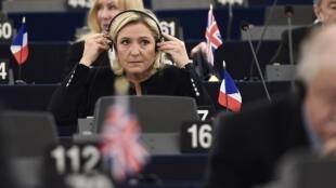 Marine Le Pen no Parlamento Europeu, em Estrasburgo, a 26 de Outubro de 2016.