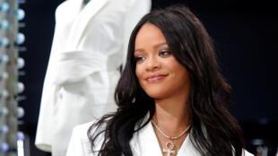 Rihanna giới thiệu hiệu Fenty với sự hỗ trợ của tập đoàn Pháp LVMH.