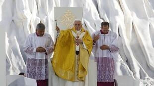 Pope Benedict XVI celebrates mass Sunday