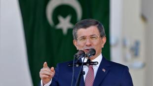 Ahmet Davutoglu, alors Premier ministre turc, à Banja Luka, le 7 mai 2016.