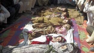 Corpos de crianças foram expostos neste domingo em Kunar, no Afeganistão.
