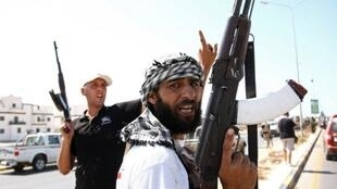 Insurgés libyens dans le quartier d'Abou Salim, l'un des derniers fiefs des forces de Mouammar Kadhafi  à Tripoli, le 25 aôut 2011.