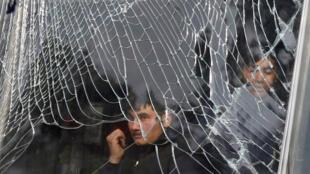 Le bilan de l'attentat à l'ambulance piégée commis samedi 27 janvier dans le centre de Kaboul n'a cessé de s'alourdir au fil des heures. Dans le quartier, les vitrines des magasins ont été soufflées par l'explosion.