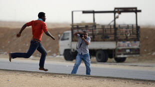 Un migrant tentant de fuir la police saoudienne à Riyad, le 10 mars dernier.