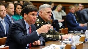 Bộ trưởng Quốc Phòng Mỹ Mark Esper ( đầu bên trái) trong một hội nghị tại Washington ngày 11/12/2019.
