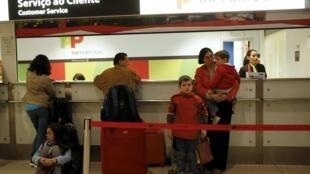 A greve de pilotos da companhia aérea portuguesa TAP entra no seu 4° nesta segunda-feira (5).