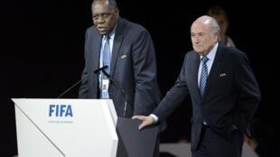 Le Camerounais Issa Hayatou, nouveau président de la Fifa par intérim.