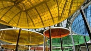 """Os círculos coloridos do """"excêntrico"""" Daniel Buren oferecem um clima mágico à exposição."""