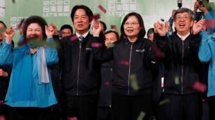 蔡英文获选后在民进党台北总部外的集会上 2020年1月11日