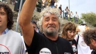 Le leader du Mouvement cinq étoiles, Beppe Grillo, en campagne électorale à Cannitello, le 10 octobre 2012.