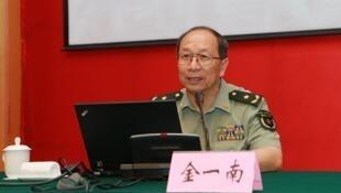 中国国防大学教授金一南少将(资料照)