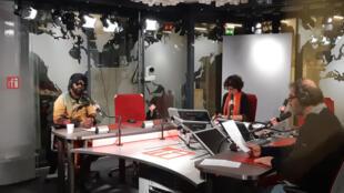 Le musicien Fally Ipupa est l'invité de RFI ce mardi matin: ici dans le studio 31 avec Nathalie Amar et Frédéric Couteau.