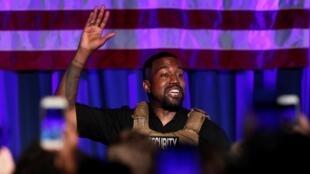 Kanye West a tenu son premier meeting à Charleston en Caroline du Sud ce dimanche à trois mois et demi de la présidentielle américaine.