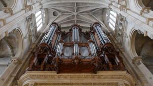 O órgão da igreja Saint-Eustache.