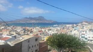 Vista panorâmica da cidade do Mindelo, S. Vicente, em Cabo Verde