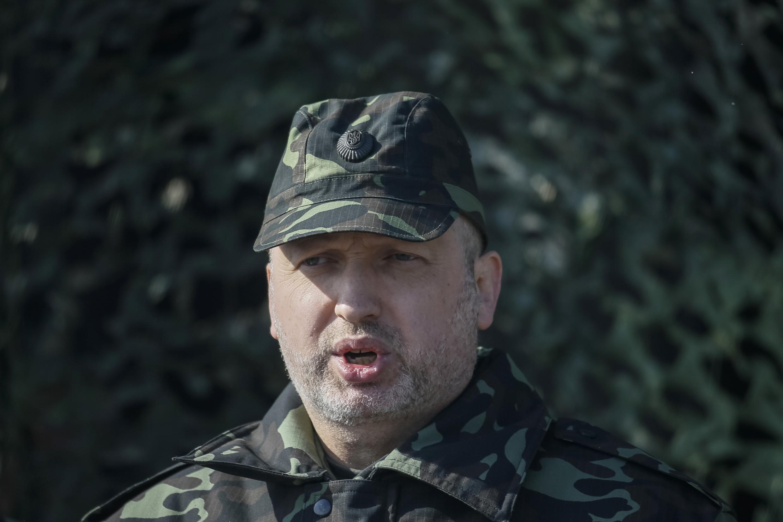 Em traje militar de combate, o presidente em exercício da Ucrânia, Oleksandr Turchynov, 14 de março de 2014.