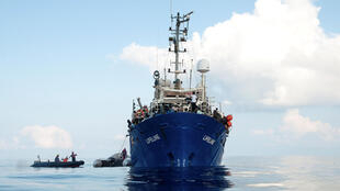 """پناهجویان در عرشه کشتی """"لایفلاین"""" در دریای مدیترانه. ۳۱ خرداد/ ٢۱ ژوئن ٢٠۱٨"""