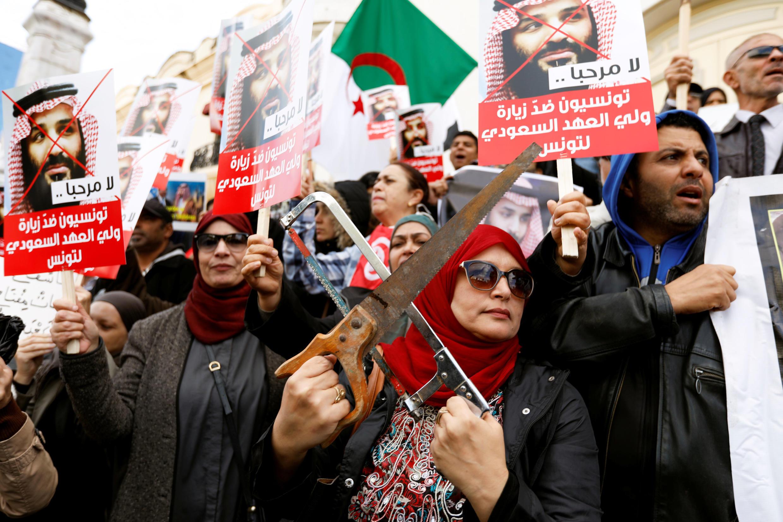 Des manifestants ont donné de la voix à Tunis, le 27 novembre 2018, contre la venue du prince héritier saoudien Mohammed ben Salman, suspecté d'être responsable de la mort du journaliste Jamal Khashoggi.