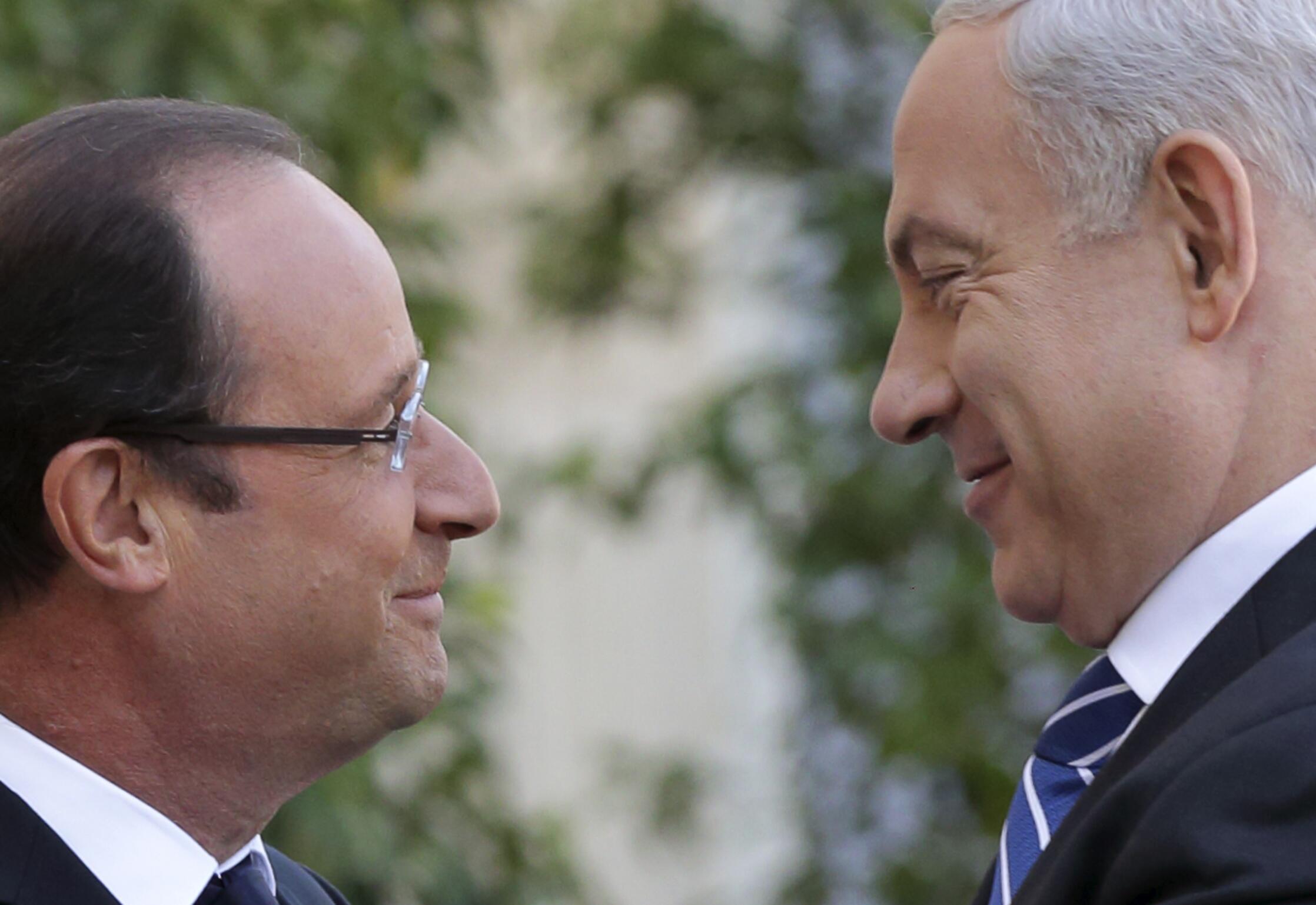 O presidente da França, François Hollande, recebe o primeiro-ministro de Israel, Benjamin Netanyahu, no Palácio do Eliseu em Paris.