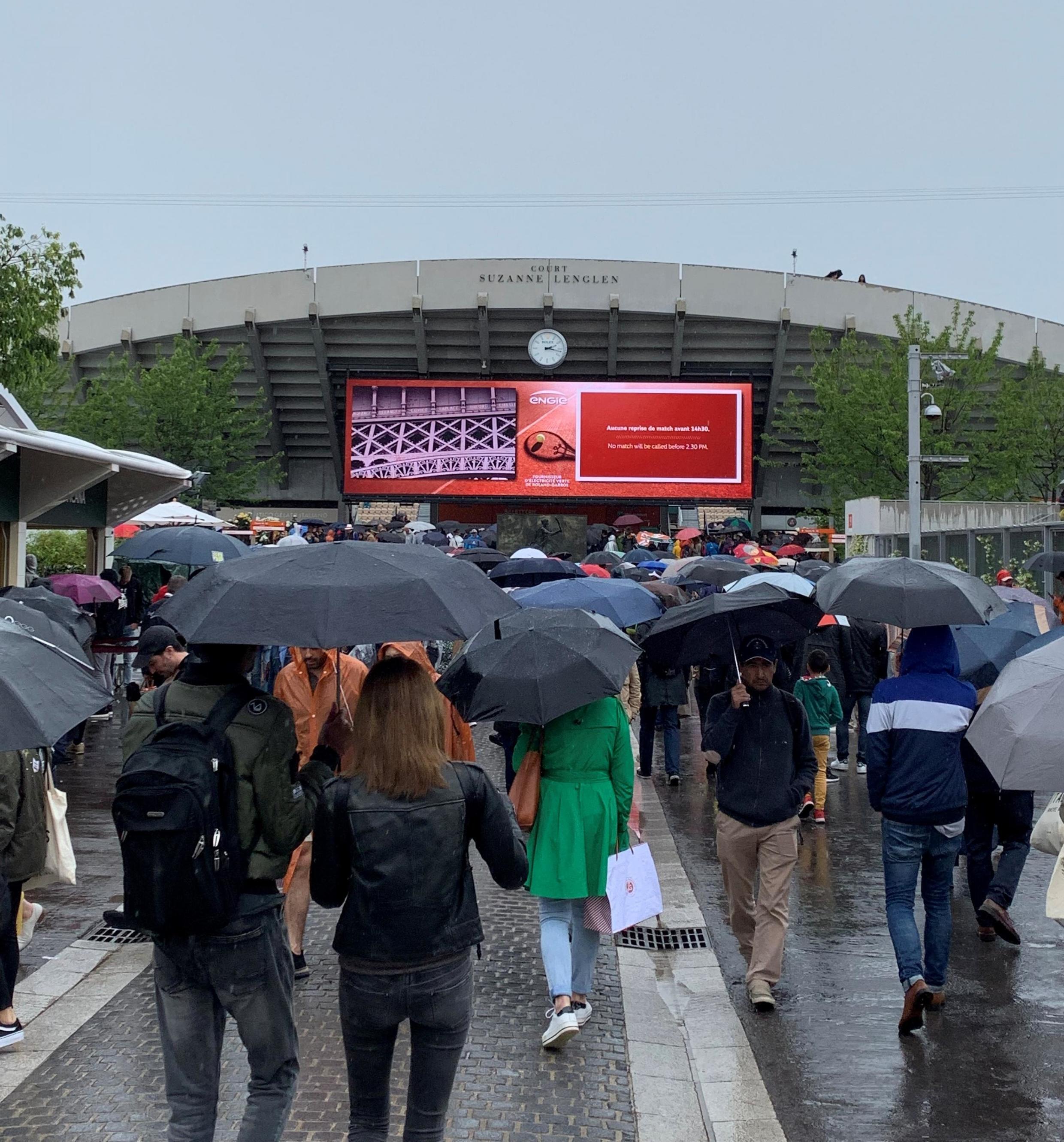 La lluvia trastocó los planes de los aficionados al tenis en Roland Garros el 5 de junio de 2019