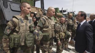 French President François Hollande reviews the troops at  Nijrabbas, Kapisa province